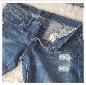 Lucky brand distressed sienna tomboy jeans